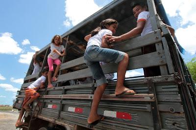 http://2.bp.blogspot.com/-eaugpsd3i9o/TtTD1XzCm5I/AAAAAAAAJk4/WTh9rfNQ4QY/s1600/transporte+escolar.JPG