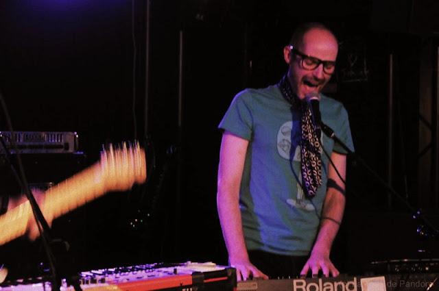 Manceau en concert au 114 bar le 14 juin 2012