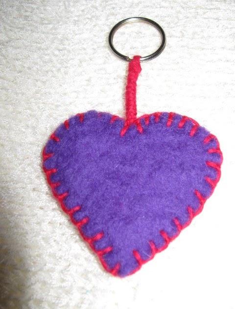 Le creazioni di gattorosso: portachiavi a forma di cuore....