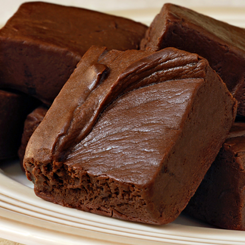 ... Dela Abuela blog shares this super easy dark chocolate fudge recipe