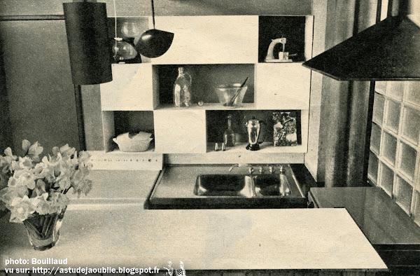 """Champigny-sur-Marne - Maison Perdrizet, Maison """"Espace""""  Architecte: Claude Parent avec Jean Perdrizet  Animation murale: Maximilien Herzele.  Mise en couleur: Antoine Fasani.  Construction:  1955-1957"""