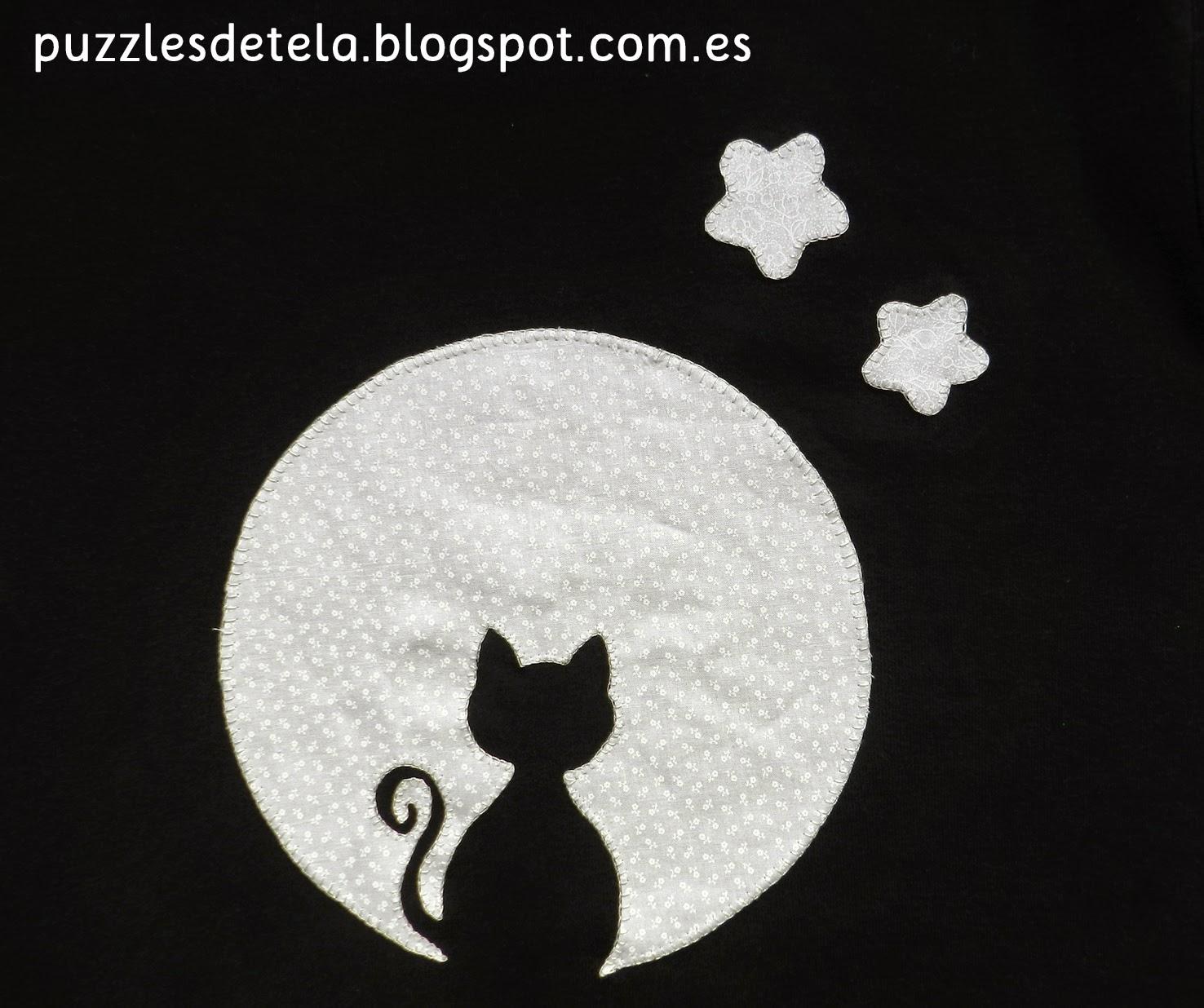 Camiseta patchwork, camiseta con aplicación, camiseta con aplicación de patchwork, camiseta gato y luna, gato, gato mirando la luna halloween.
