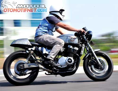 Modifikasi Suzuki GSX 400 Impulse Cafe Racer