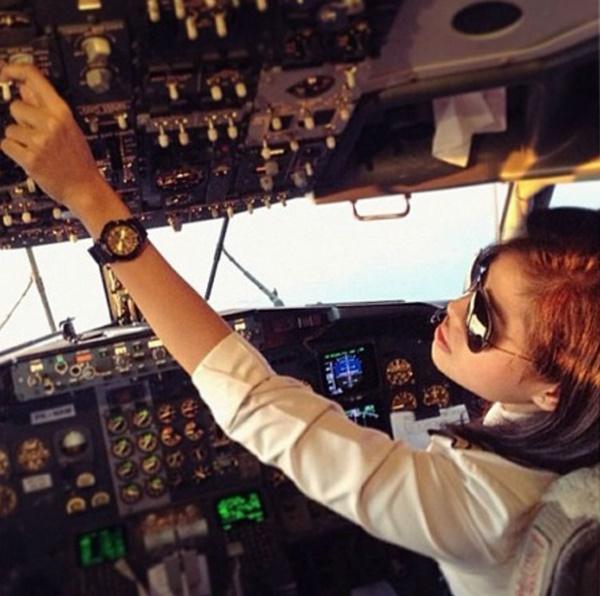 Wanita Tiada Pengalaman 'Handle' Pesawat Terhempas! Apa Kena Dengan Juruterbang?