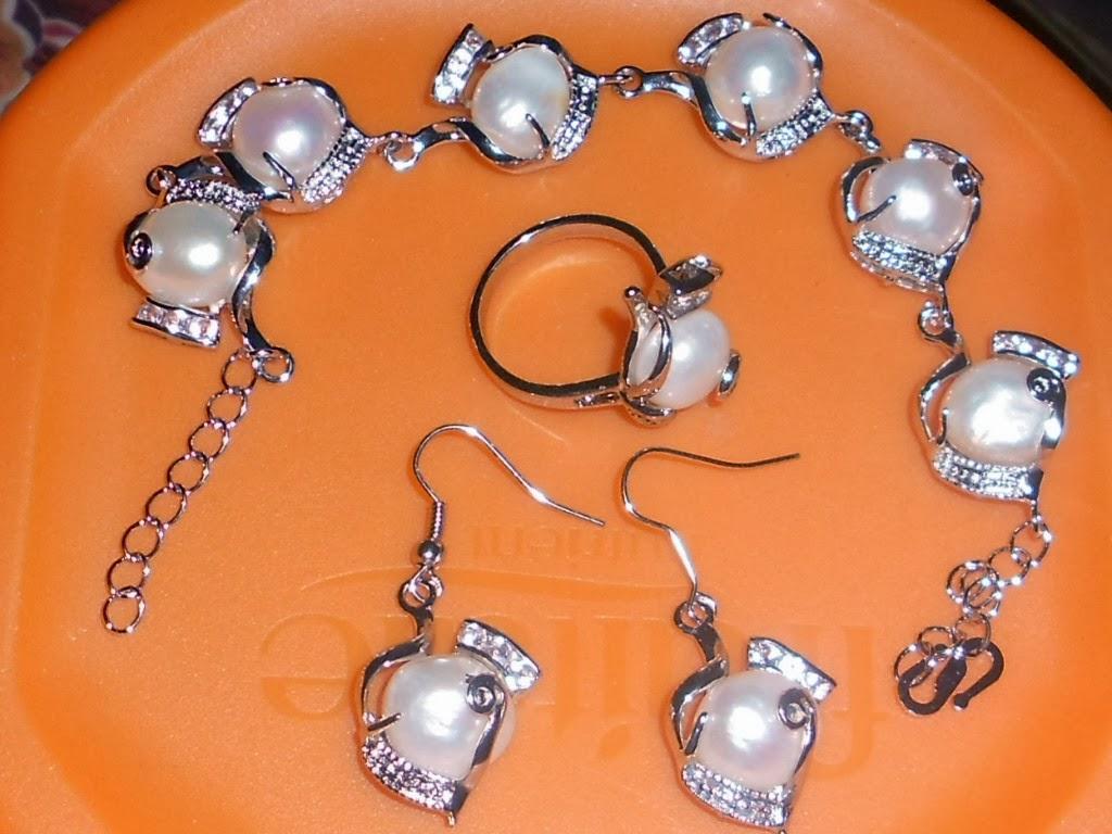 set gelang tangan , cincin dan anting2 rm 40 temasuk postage