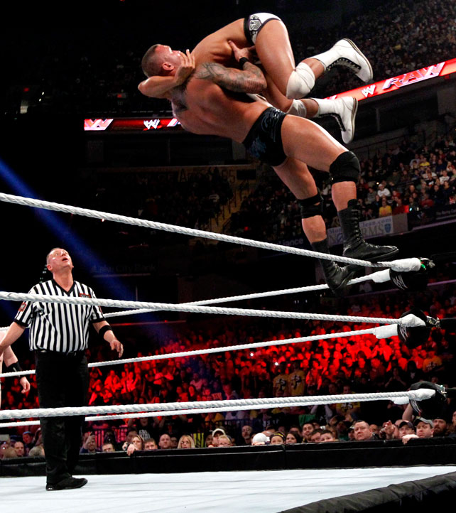 Ryback Bench Press: I LOVE WWE: Attacking RKO On Sandow