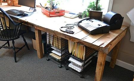 Escritorios con palets reciclados muebles y for Muebles palets reciclados