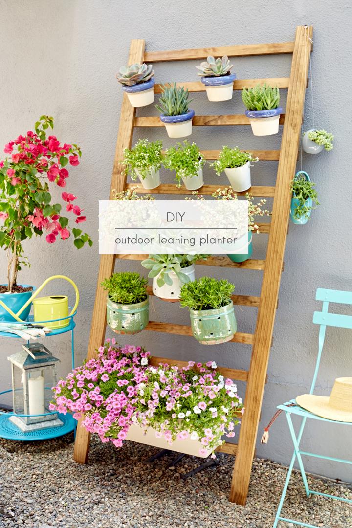 Inspiraci n macetas colgadas en una escalera decoracion - Escaleras para jardin ...