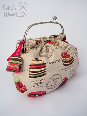 bag, cake, canvas, chain, clasp frame, cotton, ethical fashion, handbag, macaroons, pattern cutting, pie, polyester, printed, shoulder bag, slow fashion, vegan, wadding, France, Paris, patisserie