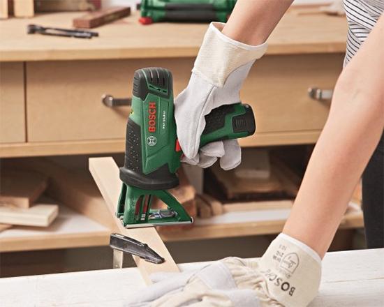 nicho com pés, reciclagem, upcycling, cabo de vassoura, estante, pés de móvel
