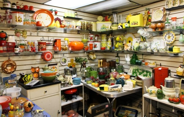Vintage Kitchen Display #vintage #kitchen