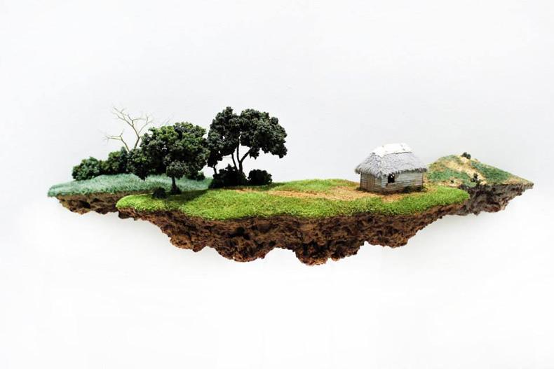 Esculturas de pequeños mundos parecen flotar en el aire