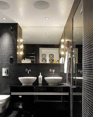 Decoração de Banheiro com pastilhas pretas