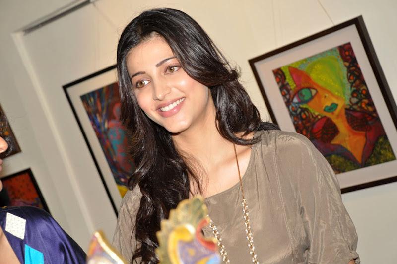 Shruti Haasan Latest Stills unseen pics