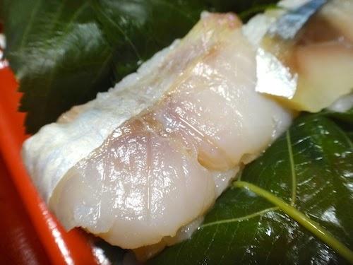 うっすらと塩分を感じる鯛。金沢さくら寿司