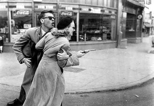 John Dall y Peggy Cummins en 'Vivir para matar'