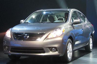 Novo Versa 2012 lançamento no Brasil sedan japones