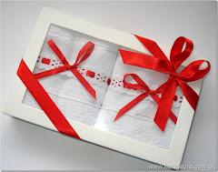 Caixa branca com visor transparente