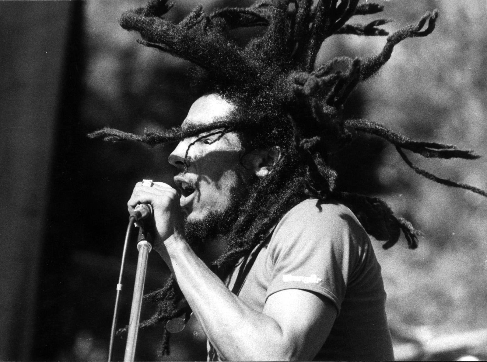 http://2.bp.blogspot.com/-ee9sIxJACBY/Tmtu2WJ7Z5I/AAAAAAAAAIU/ZuZCNKHMWf0/s1600/Bob-Marley-5.jpg