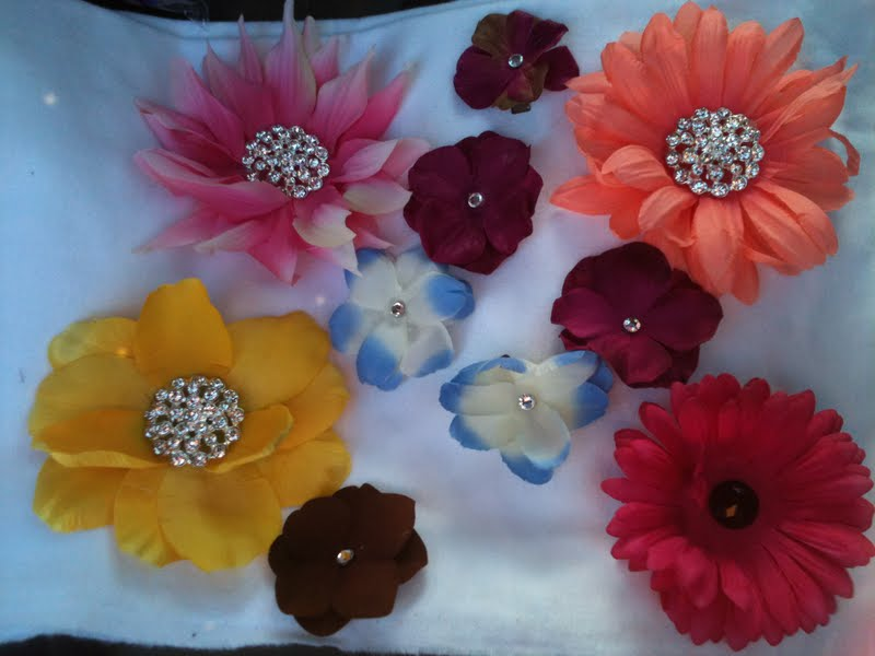 Ruby jane taylor set of 10 silk flowers item up for auction is a set of 10 silk flowers on clips 1 large pink with clip and pin 1 small purple 1 large peach with clip and pin mightylinksfo