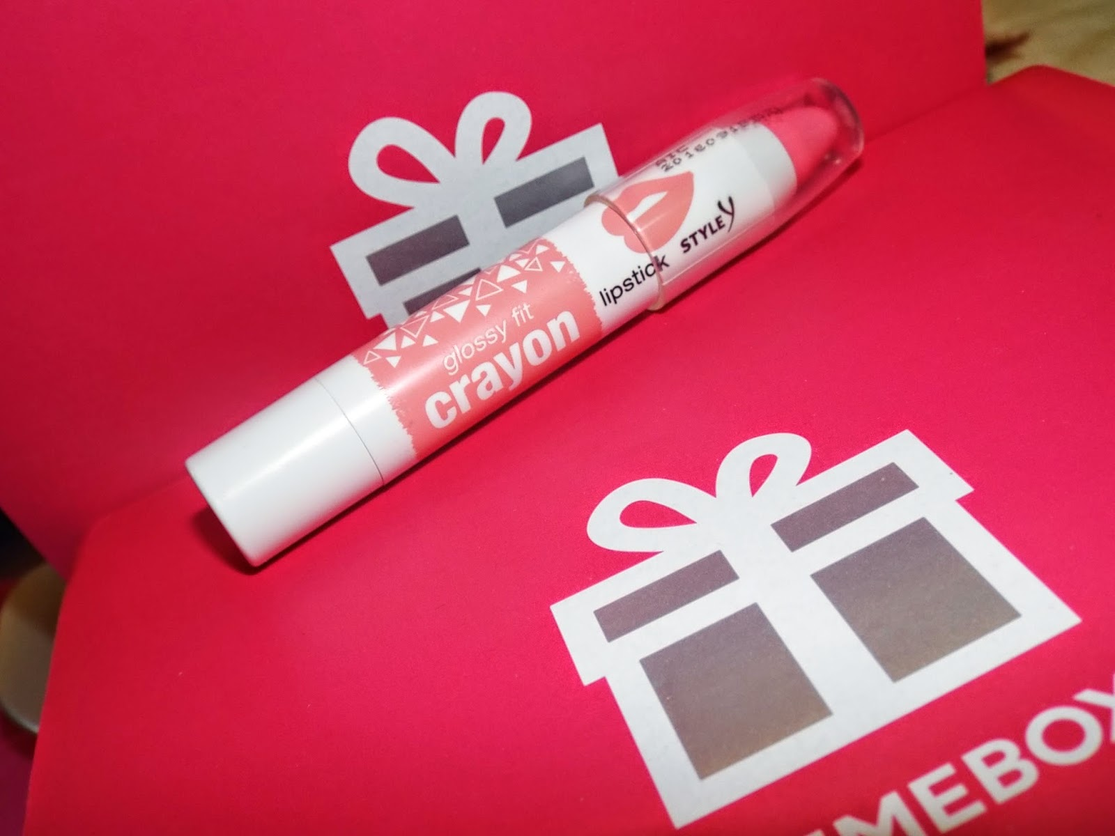 Yeon:  Glossy Pit Crayon in Strawberry