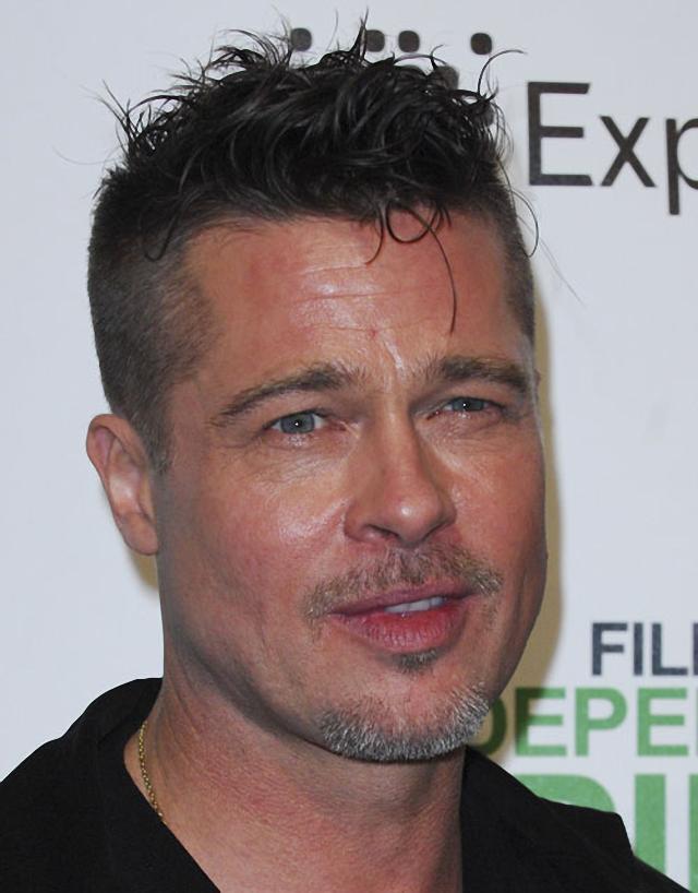 Brad Pitt luce un nuevo peinado