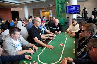 Sollten Standard sein: Gut ausgebildete Dealer, die ihr Handwerk verstehen. Foto: Rob Watkins/Paf, flickr.com