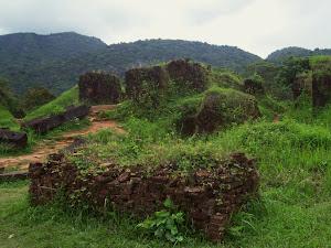 Restos del templo a Sambhubhadresvara en My Son
