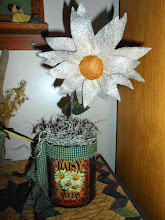 PRIM WOOL FELT DAISY IN A CAN
