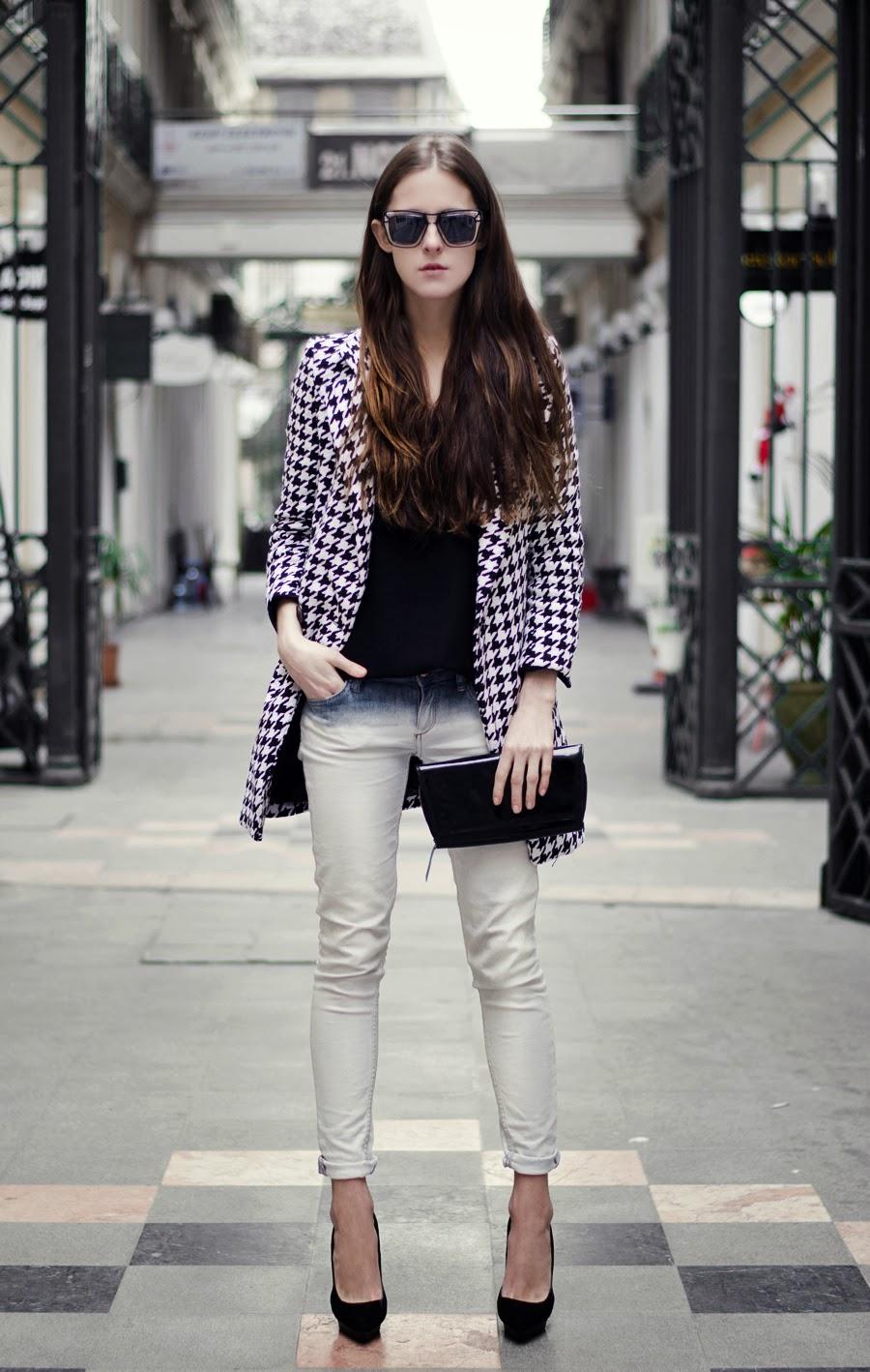 fashion blogger, street style, fashion details, neon rock blog, houndstooth coat, coat outfit, mango heels, ootd, plastic glasses, designer sunglasses
