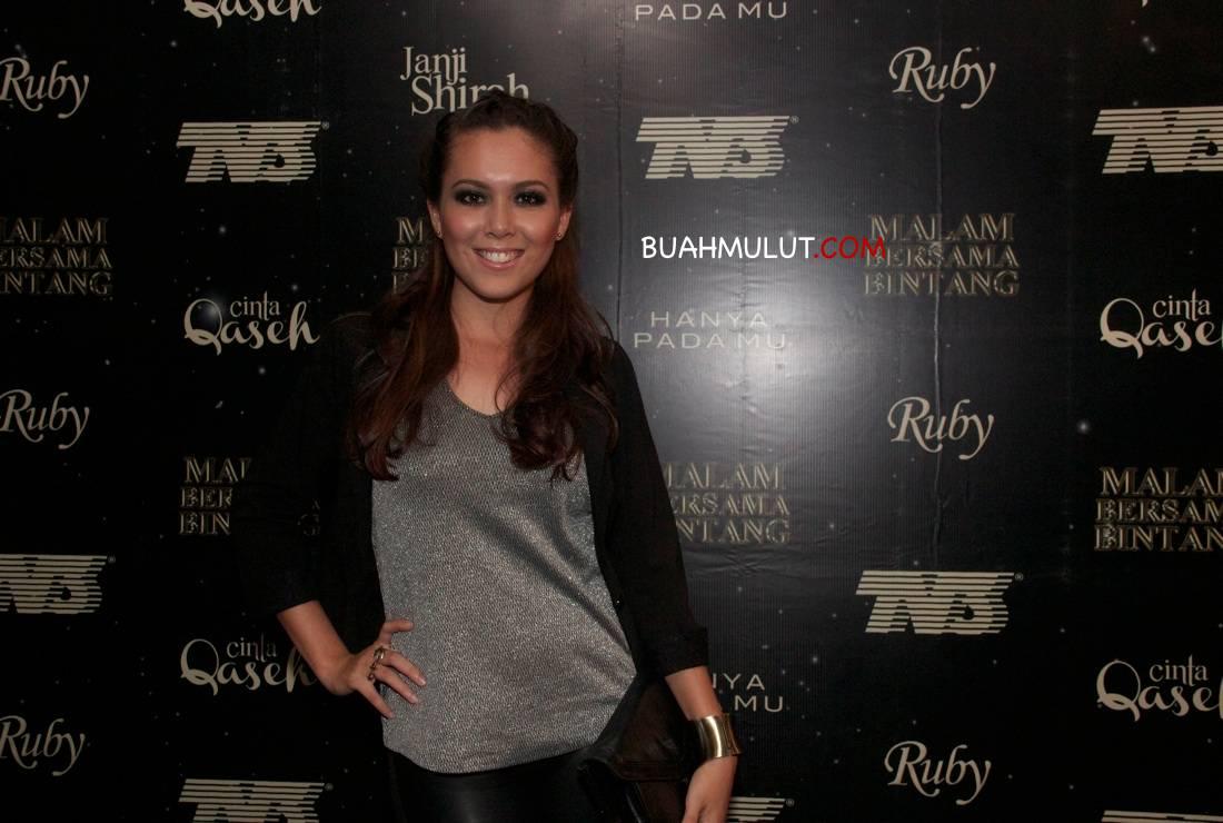 Siti Saleha - Ruby