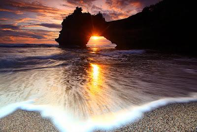 spectacular sunset pura batu bolong, sunset in kuta beach