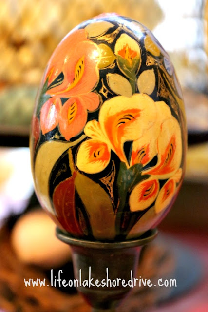 ideas to display eggs, handpainted floral egg