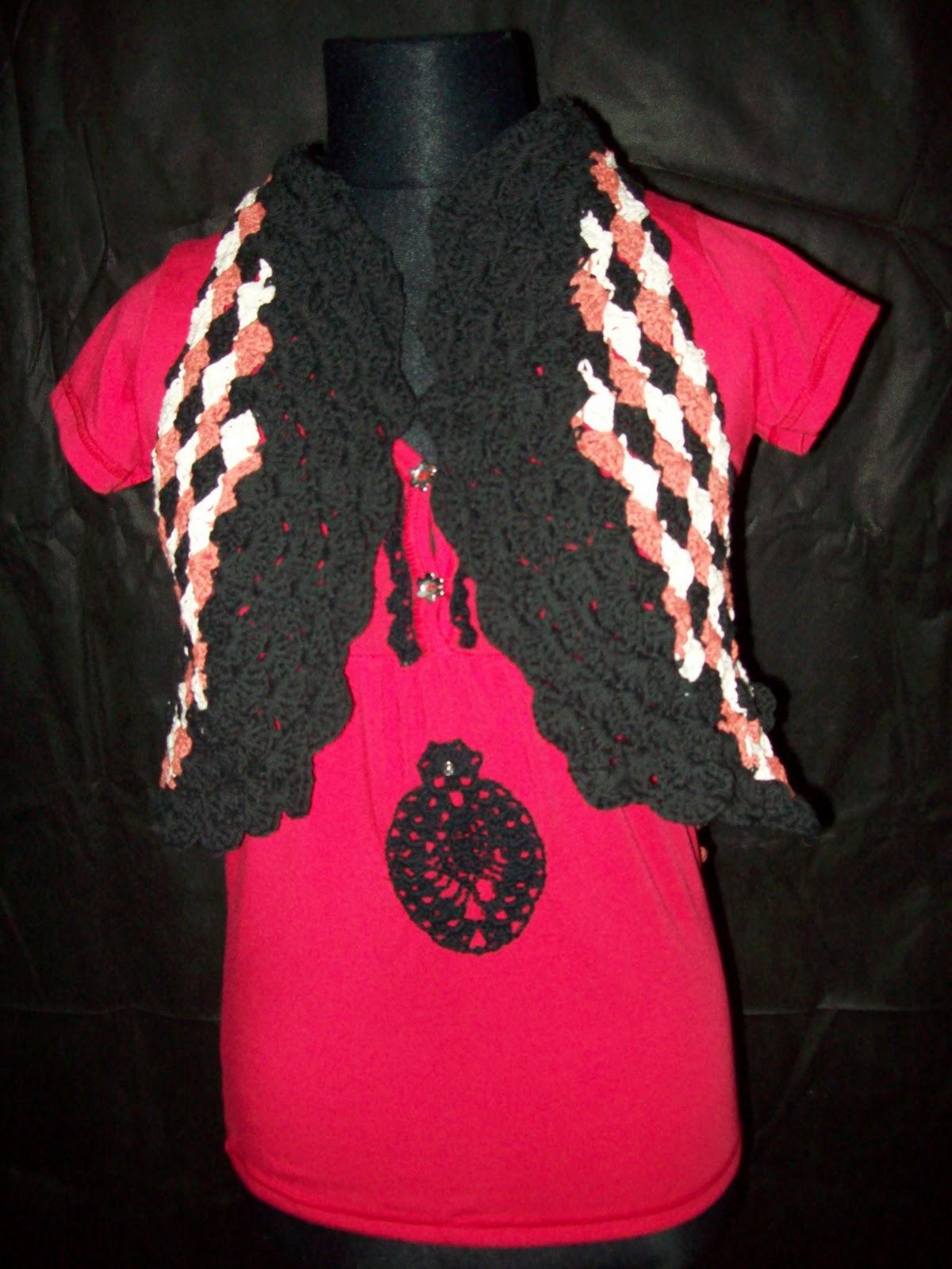 La espalda del chalequito, flores tejidas al crochet.