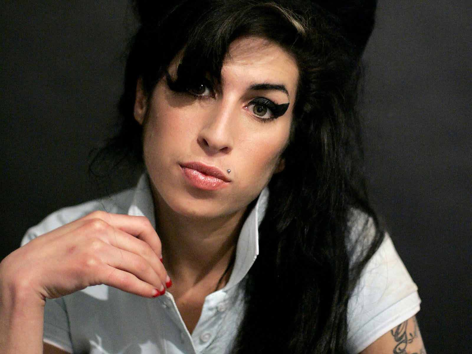 http://2.bp.blogspot.com/-efplr9KwPvE/Ti9JCHuwy1I/AAAAAAAAzhI/ATYE5J0Ru9U/s1600/Amy+Winehouse.jpg