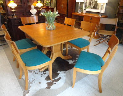 """MICHAEL THOMAS """"Paramount Furniture Co """" Dining Table"""