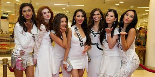 Foto foto aktivitas Elvira Devinamira di Miss Universe 2015