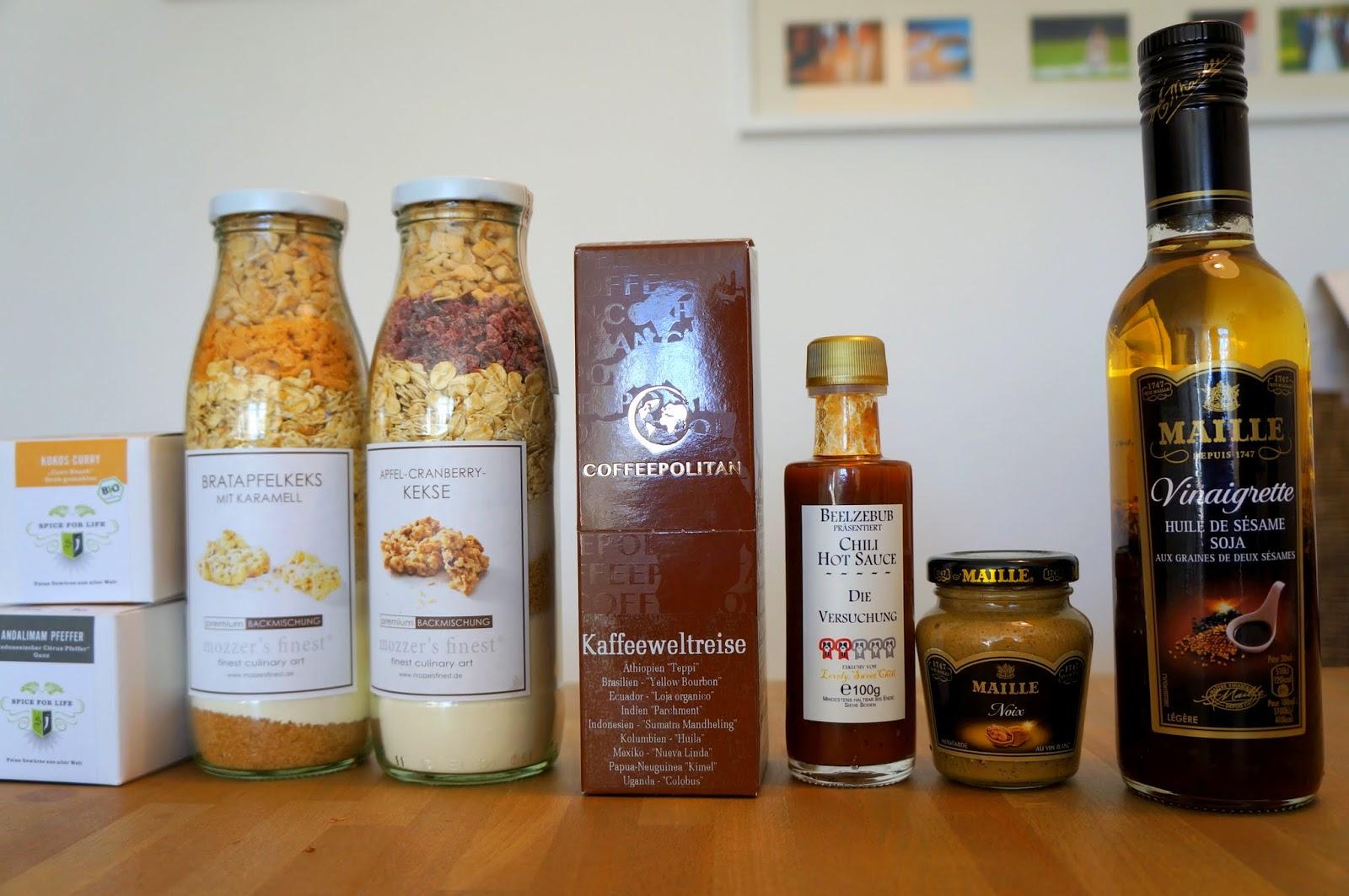 von rechts: Gewürze von Spice for Life, Backmischungen von Mozzer's Finest, Kaffee von Coffeepolitan, Chili-Sauce von Lovely, Sweet Chili und Senf von Maille