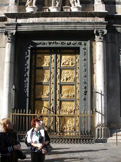 Puerta del Este (Baptisterio) Recubierta en su totalidad con papel de oro.
