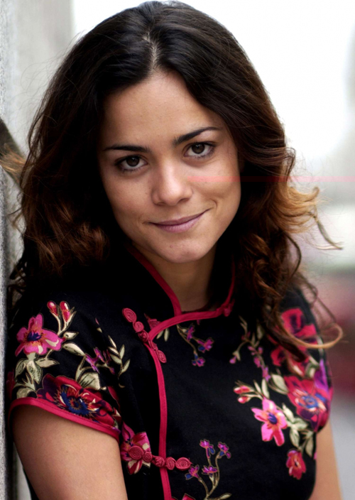 Alice Braga Hairstyle 3