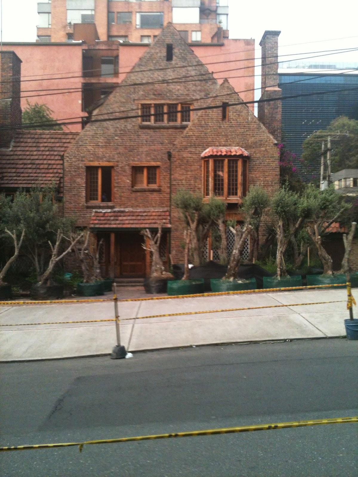Urbog casas inglesas for Casa mansion bogota