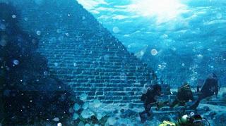 Bagian bawah Segitiga Bermuda