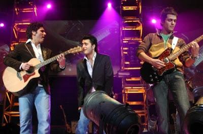 Grupo Reik cantando en concierto