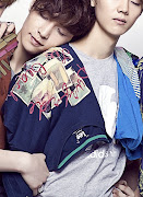 12. Tao sering melakukan aegyo (lay hug)