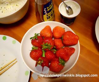 yoghurt honey strawberries