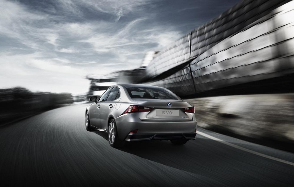 Lexus apuesta por Twitter para presentar el nuevo modelo IS 300h