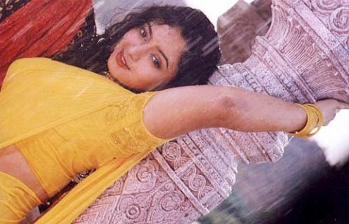 Soundarya New Cute Navel Show, South Indian Old Actress Soundarya Rare ...