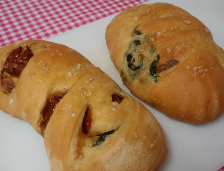 Pão de Tomate Confit e Escarola (vegana)