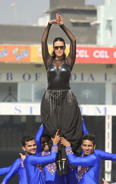 Celebrities Pictures at CCL Season 5 Mumbai Heroes Vs Veer Marathi Match CCL5  32.JPG