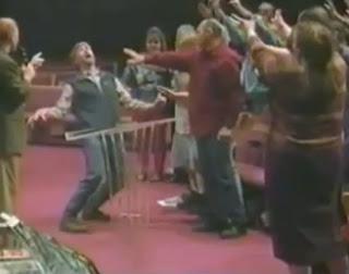 """Pastor evangélico expulsa """"demonios gay"""" mediante practica del exorcismo"""